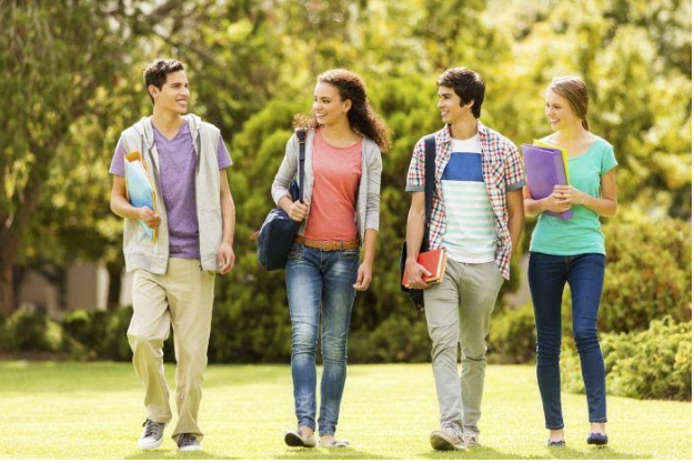 15 Best Summer Jobs for College Students
